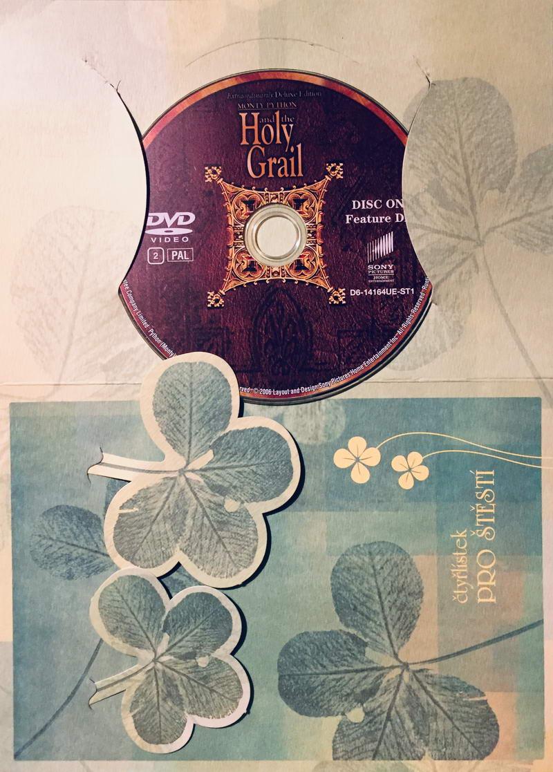 Monty Python and the Holy Grail / Monty Python a Svatý Grál - DVD /dárkový obal/