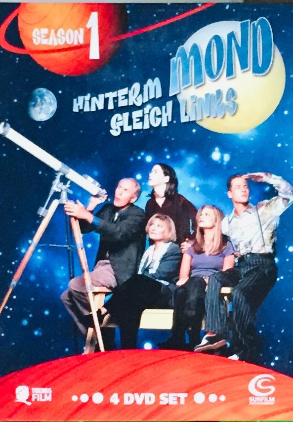Hinterm Mond Gleich Links - Season 1 - v originálním znění bez CZ titulků - 4xDVD /multidigipack v šubru/